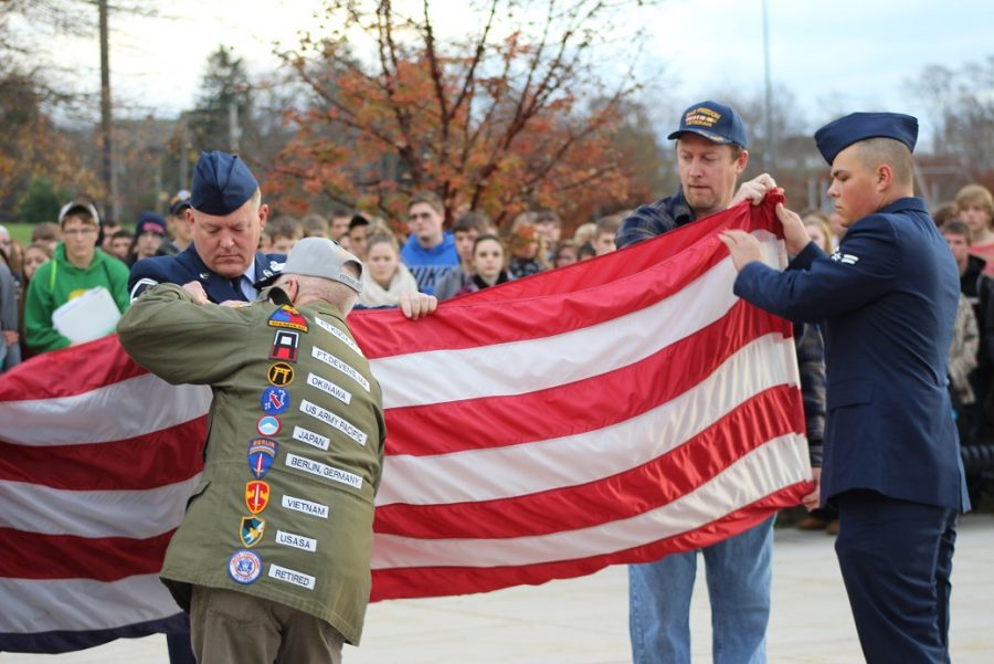 Student show thanks to veterans